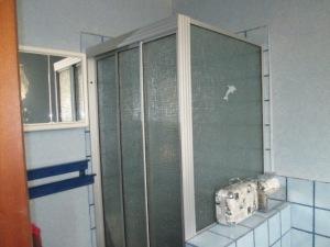 Bathroom reno BEFORE (5)