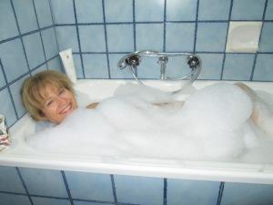 Bathroom reno BEFORE (6)